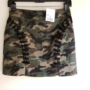 NWT Forever 21 camo skirt small, front slids
